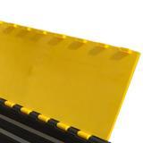 coperchio giallo di plastica.